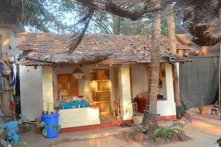 Garden Beach front House - Arambol