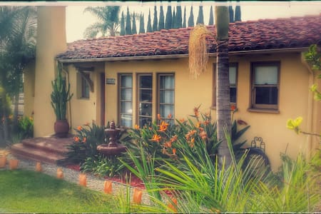 Exquisite Spanish Colonial home. - 단독주택