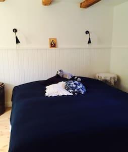Stort værelse med dobbeltseng - Rudkøbing - Bed & Breakfast