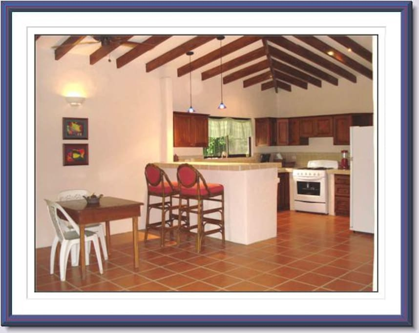 Casa Roble fully furnished, kitchen, sleeps up to 4