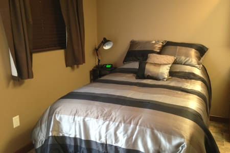 Clean, private, cozy. Just perfect - Nebraska City - Hus