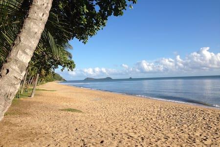 OLD MATES 2 - Great Barrier Reef - Trinity Beach - Trinity Beach