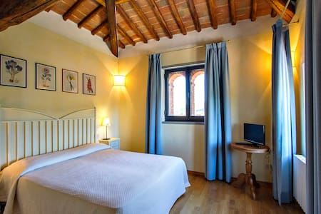 Charming and quiet room in Chianti