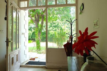 Room 3 in beautiful house in Sainik Farm - 新德里 - 小平房