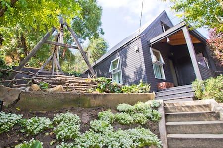 Room 2 in Echo Park hillside house