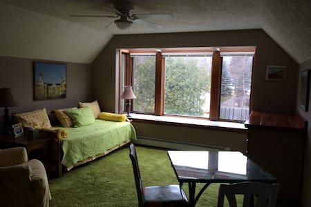 2 Room Suite, In Town, Leland - House
