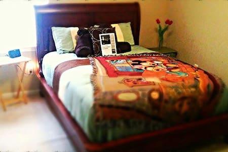 Quaint & Quiet Room for Rent!!!!