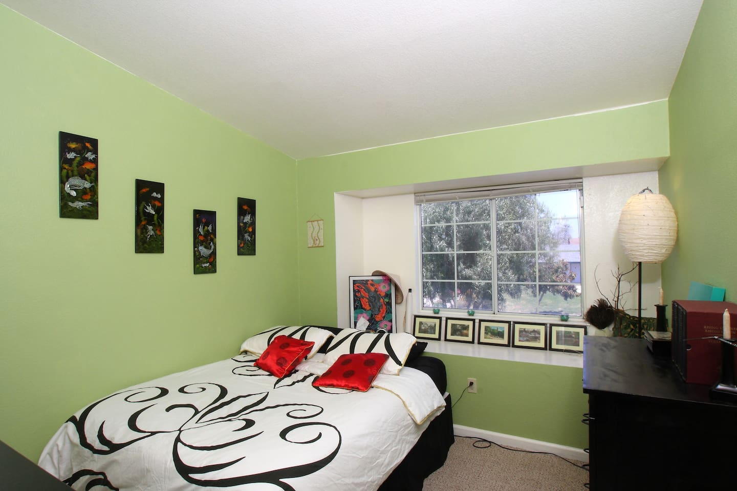 Guest room with Queen size bed - very comfortable