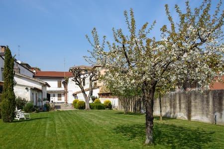 Casa giardino ai piedi dell'Oltrepò - Stradella - Hus