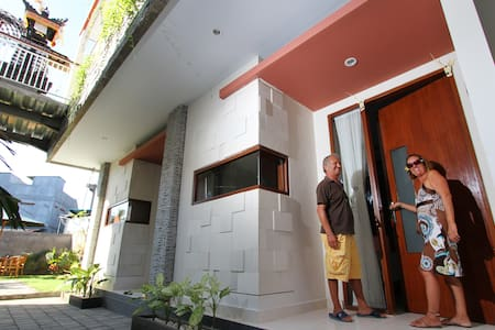 Quiet and brand-new guesthouse - North Kuta - Bed & Breakfast