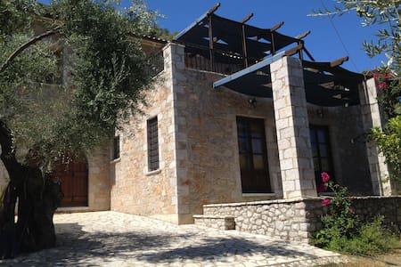 Beautiful stone house in Leonidio. - Leonidio