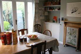Picture of Bike, breakfast & wifi in cosy central home!