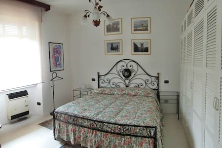 Lake Maggiore privat ground floor 2 rooms & garden - Angera - Muu