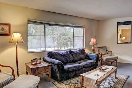 "Indian Creek Lodge ""Penthouse"" - Apartment"