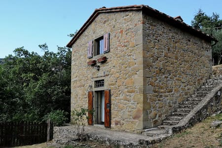 The cottage is located about 450 meters from the Borgo casatorre Mocale and reachable by dirt road. Surrounded by olive trees, housing sheep barn now restored and elegantly furnished to accommodate couples who love the quiet of a romantic cottage.
