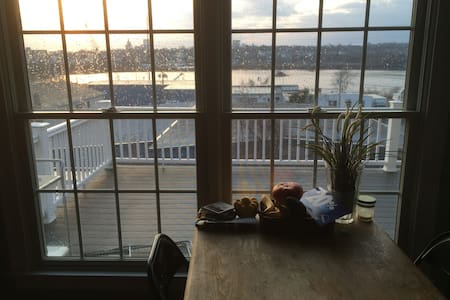 3BR condo w/ Sunset Water Views - Appartement