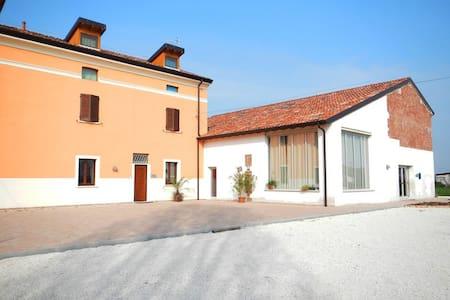 Novità:alloggio tra Mantova e Parma - Rivarolo del Re ed Uniti