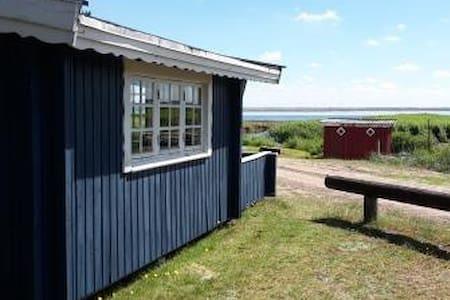 Primitive cabin overlooking Ringkøbing Fjord - Mökki