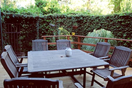 Huge Deck, Great Location, 2br - Unley