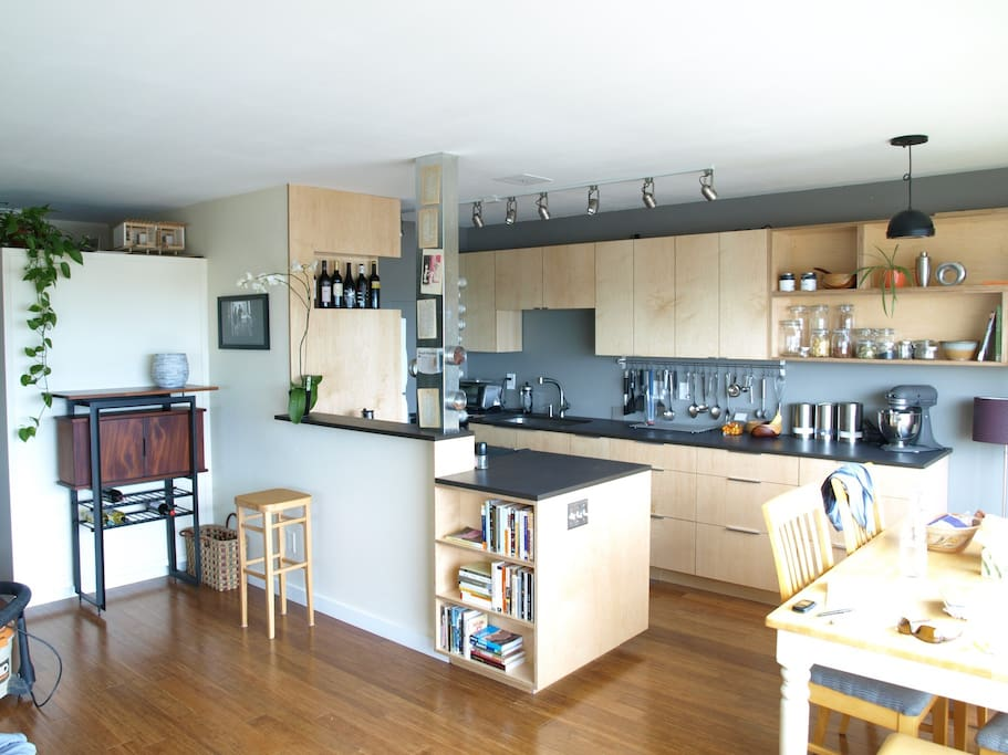 New remodeled modern kitchen/dining with everything you need!