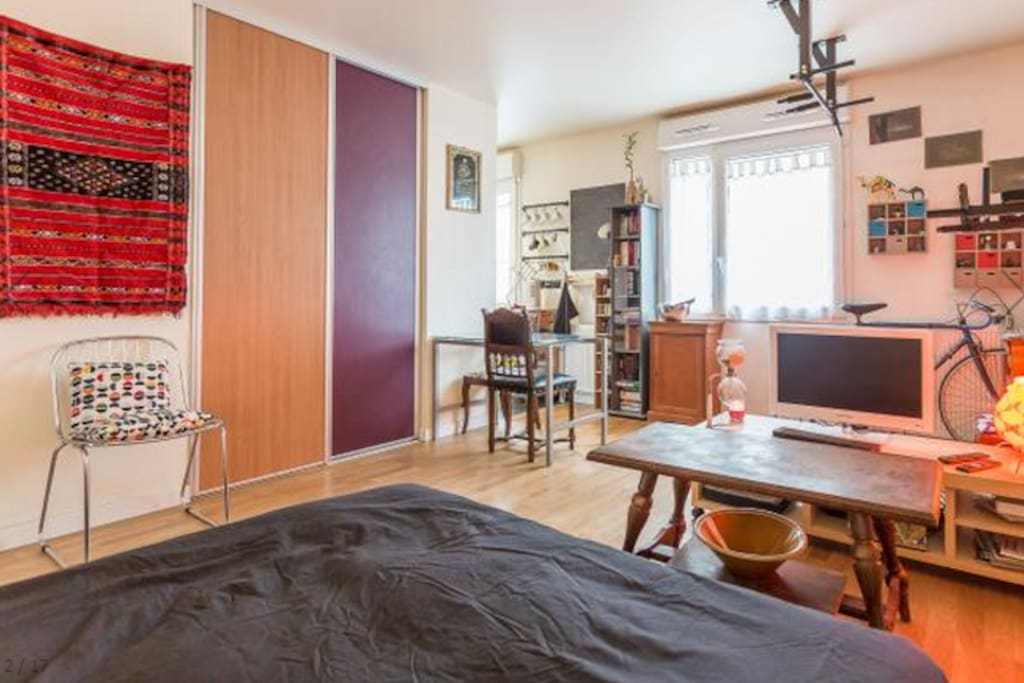 Flat at the foot of the Sacré Coeur