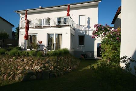 FeWo Poseidon Haus Sandra Rügen - Wohnung