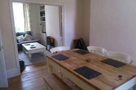 Bright Double Room in Pretty House - Manchester - Casa