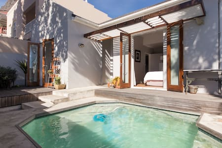 Sea Point Cottage with Pool - Casa