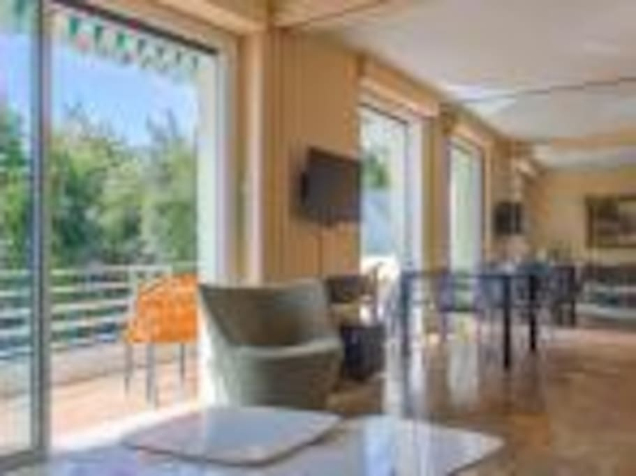 Cap Ferrat sea beachfront apt AC