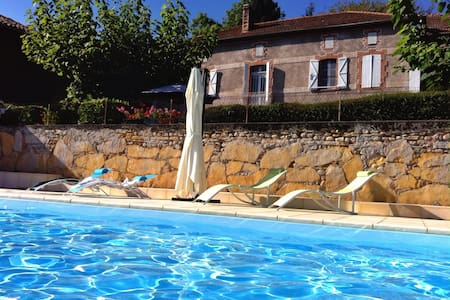 Pyrenees Bed and Breakfast, panoramic views, pool - Oda + Kahvaltı