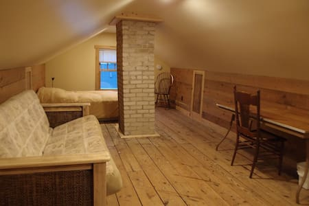 Room type: Private room Property type: House Accommodates: 4 Bedrooms: 1 Bathrooms: 1.5