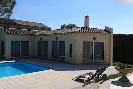 Appartement d'été avec piscine - Althen-des-Paluds