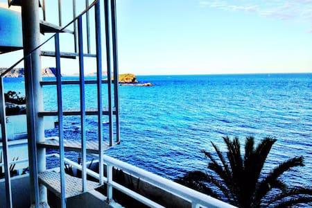 Hermoso Ático frente al mar con terraza y solárium - Apartment