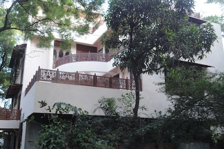 Bungalow, 1st floor 2nd bedroom with attached bath - Mumbai - Bungalow