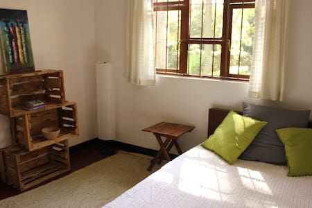Private room in friendly house with green garden - Ev
