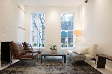 Newly-renovated luxurious apartment