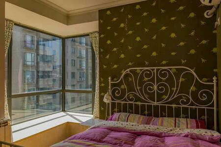 奥体中心地铁旁CBD区域高档社区景观楼王内的温馨次卧 - Nanjing - Appartement