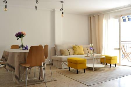 Просторная и светлая квартира недалеко от моря - Leilighet