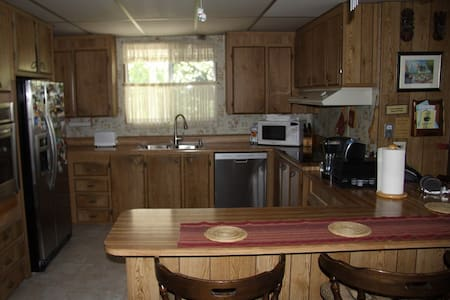 Perfect lake front vacation home. - Clearlake - House