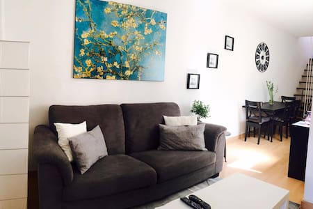 Bedroom in duplex/terrace 10min away from Downtown - Wohnung