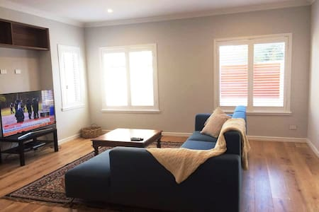 Large room + ensuite in brand new Doubleview house - Doubleview