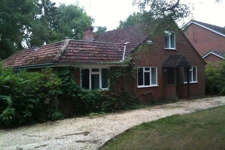 A Comfortible Room in Friendly Country Bungalow - Finchampstead - Casa