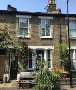 Beautiful terrace house in the heart of Hackney - London - House