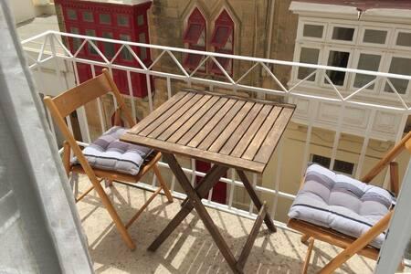 Bright, sunny and airy apartment - Balzan