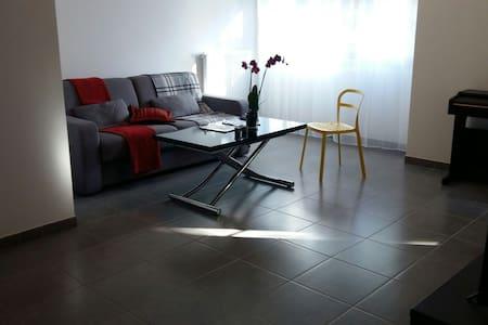Dans appartement F2 proche Paris - Huoneisto