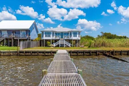 Waterfront Gem ~Fair Sunshine - House