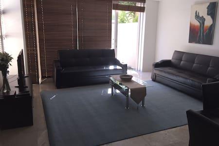 Stunning modern 1 bedroom unit - Kapstaden