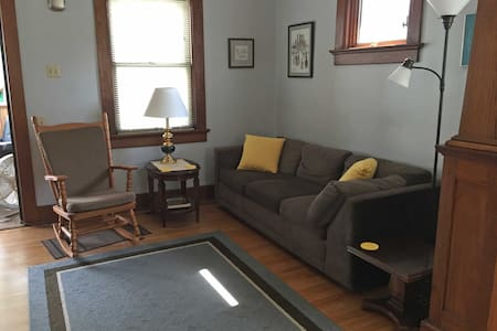 Craftsman Bungalow with Home Office - Fort Wayne - Ház