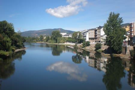 Habitación en calle Penas Forcadas, Ourense - Apartemen