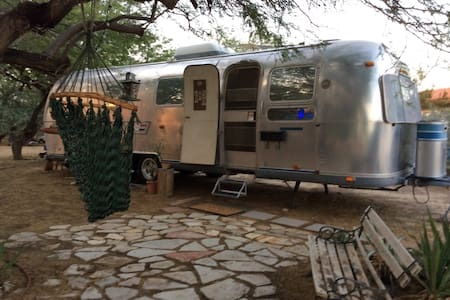 Airstream/Garden/Hot Springs Nearby - Camper/Roulotte